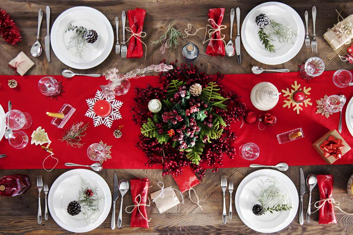 tavola addobbata per Natale